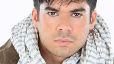 "Jerry Rivera nos presenta el video lyrics de ""Vuelve"""