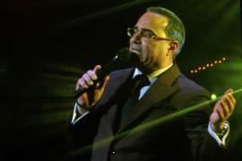 Exito rotundo 40 & Contando del Caballero de la Salsa Gilberto Santa Rosa